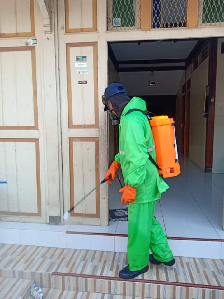 Penyemprotan Desinfektan di RW 02 Sosrowijayan Wetan